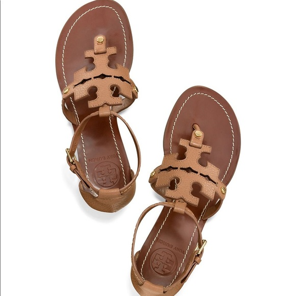 8d2aa7eed785f Tory Burch Chandler Flat Leather Sandal. M 5b37dfd86a0bb7f35a3563df